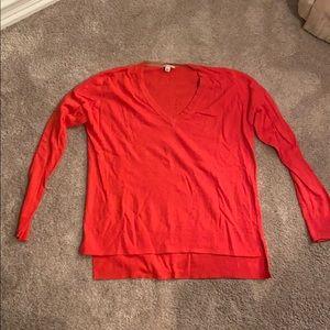 V-Neck coral GAP sweater